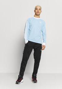 adidas Originals - 3 STRIPES UNISEX - Maglietta a manica lunga - clesky - 1