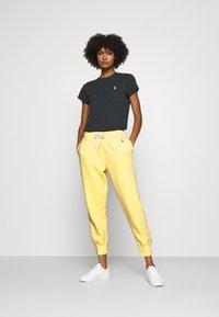 Polo Ralph Lauren - SEASONAL - Pantaloni sportivi - bristol yellow - 1