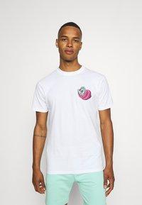 Santa Cruz - UNISEX NO PATTERN SCREAMING HAND - Print T-shirt - white - 2