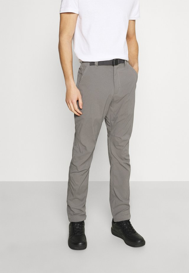 ALL TERRAIN GEAR CONVERTIBLE TRAIL - Chino kalhoty - charcoal