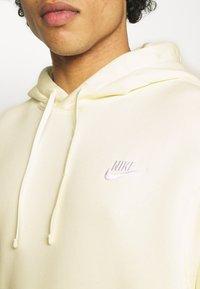 Nike Sportswear - CLUB HOODIE - Hoodie - coconut milk/white - 4