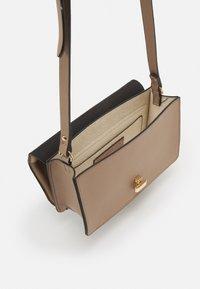 Glamorous - Across body bag - light brown - 2