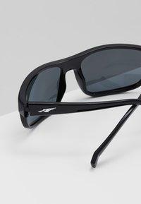 Arnette - BORROW - Sluneční brýle - black - 3