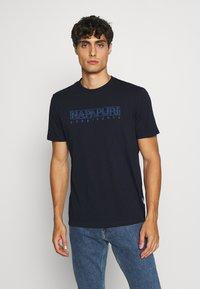 Napapijri - SEBEL - Print T-shirt - blue marine - 0