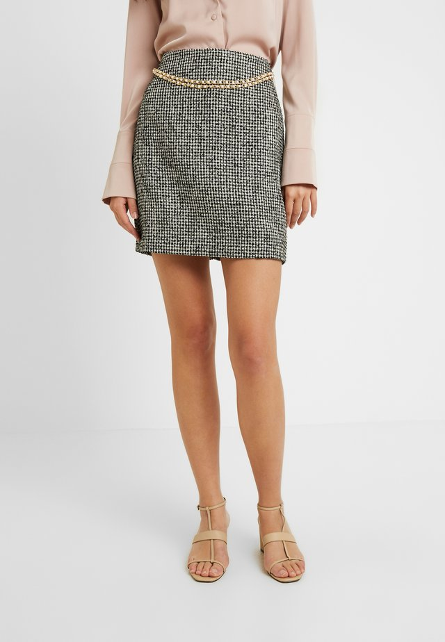 DELENA SKIRT FASHION UNION CHECK SKIRT WITH CHAIN BELT - Spódnica mini - black/white