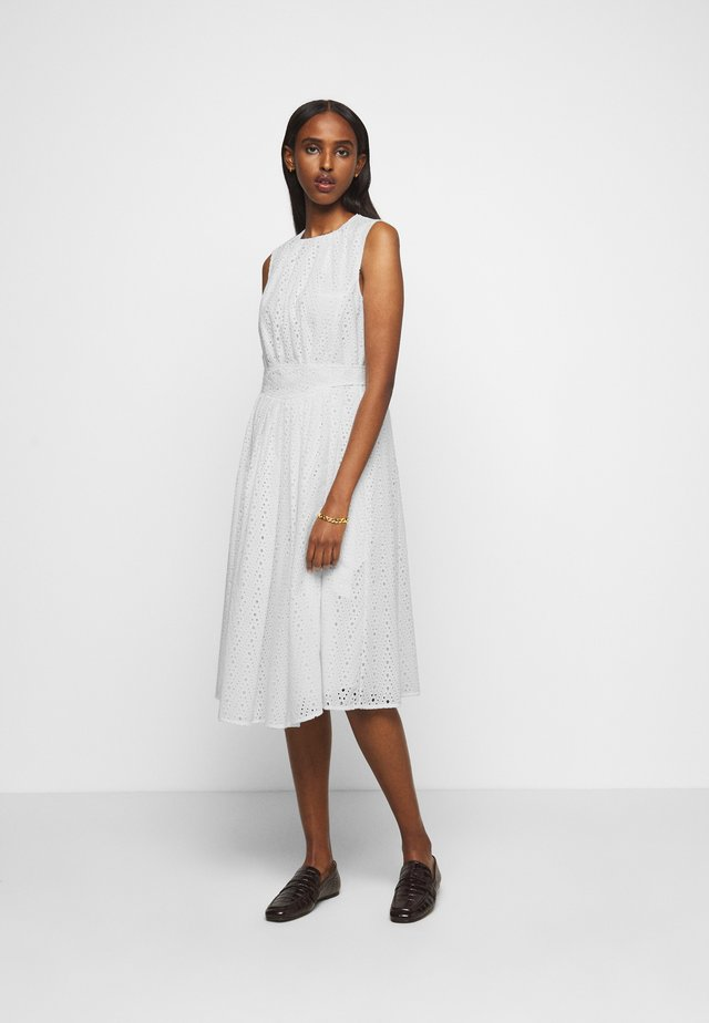 GATHERED FRONT BRODERIE ANGLAISE DRESS - Robe d'été - white