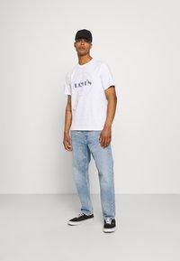 Levi's® - FIT TEE - Print T-shirt - neutrals - 1