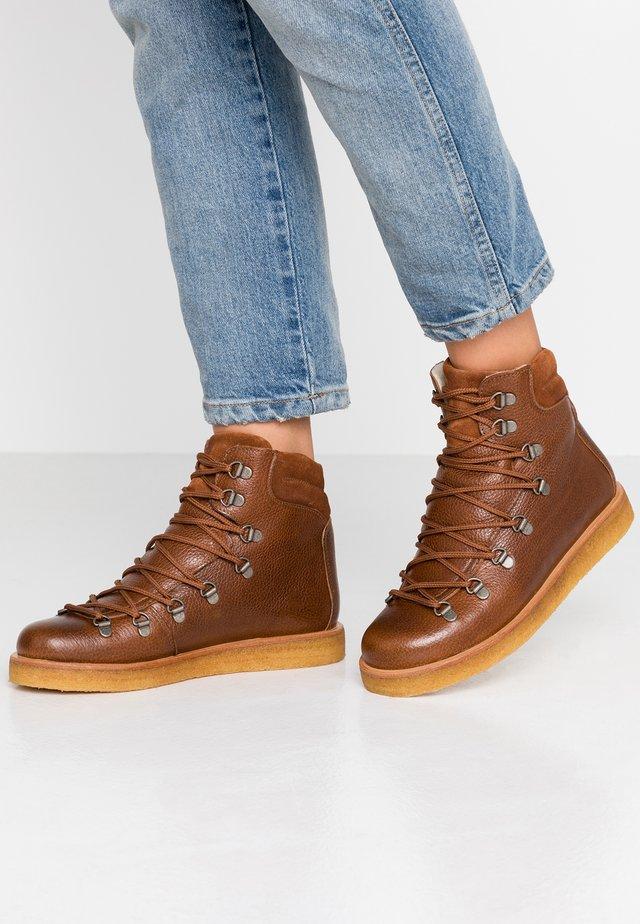 Šněrovací kotníkové boty - kentucky