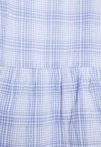 ONLY Carmakoma - CARLUM LIFE 7/8 CHECK PEPLUM - Blouse - white/blue - 4