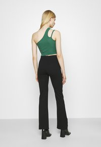Weekday - STRAP CROP 2 PACK - Top - green/black - 2