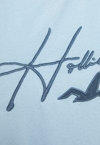 Hollister Co. - TECH MICRO SCRIPT - Triko spotiskem - mid blue - 2