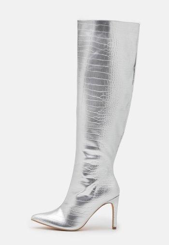 MID KNEE BOOTS - Kozaki - silver