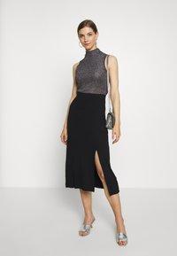 Even&Odd - BASIC - Midi skirt with slit - Spódnica trapezowa - black - 1