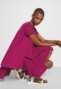 N°21 - Korte jurk - pink - 4