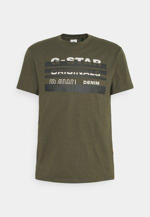 ORIGINALS STRIPE LOGO - Print T-shirt - combat