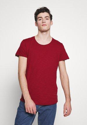 JJEBAS TEE - Camiseta básica - rio red