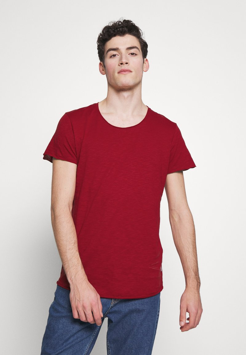 Jack & Jones - JJEBAS TEE - Basic T-shirt - rio red