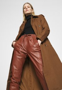 Oakwood - GIFT - Leather trousers - light brown - 3