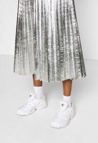 Topshop - METALLIC  MIDI - A-line skirt - silver - 4