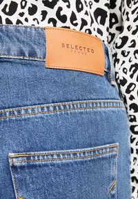 Selected Femme - SLFKATE AIM - Džíny Straight Fit - medium blue denim - 4