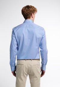 Eterna - SLIM FIT - Formal shirt - hellblau/weiß - 1