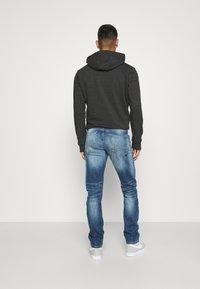 Jack & Jones - JJIGLENN JJFOX - Jeans Tapered Fit - blue denim - 2