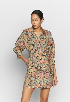 YOUKO DRESS - Košilové šaty - multicolor