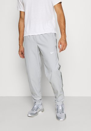 RUN STRIPE PANT - Pantalones deportivos - light smoke grey/smoke grey/reflective silver