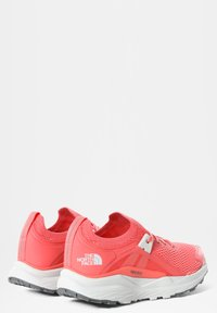 The North Face - W VECTIV HYPNUM - Hiking shoes - fiesta red/tin grey - 1