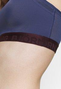 Björn Borg - SEASONAL SOLID SKY MEDIUM TOP - Medium support sports bra - crown blue - 4