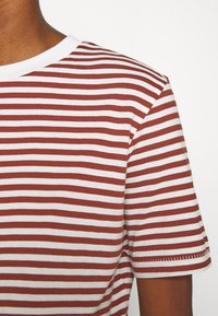 Selected Femme - SLFMY PERFECT TEE BOX CUT - Print T-shirt - red - 6