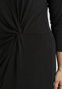 ONLY Carmakoma - CARAIDA 3/4 DRESS - Pouzdrové šaty - black - 6