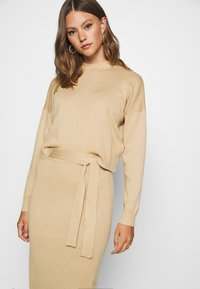 Missguided - FUNNEL NECK CROPPED JUMPER AND TIE WAIST MIDI SKIRT SET - Jumper - camel - 6