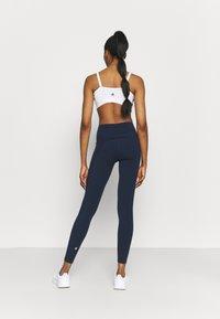 Sweaty Betty - POWER WORKOUT LEGGINGS - Punčochy - navy blue - 2