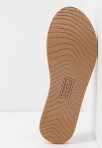Reef - VOYAGE LITE BEACH - Sandály s odděleným palcem - orange - 6