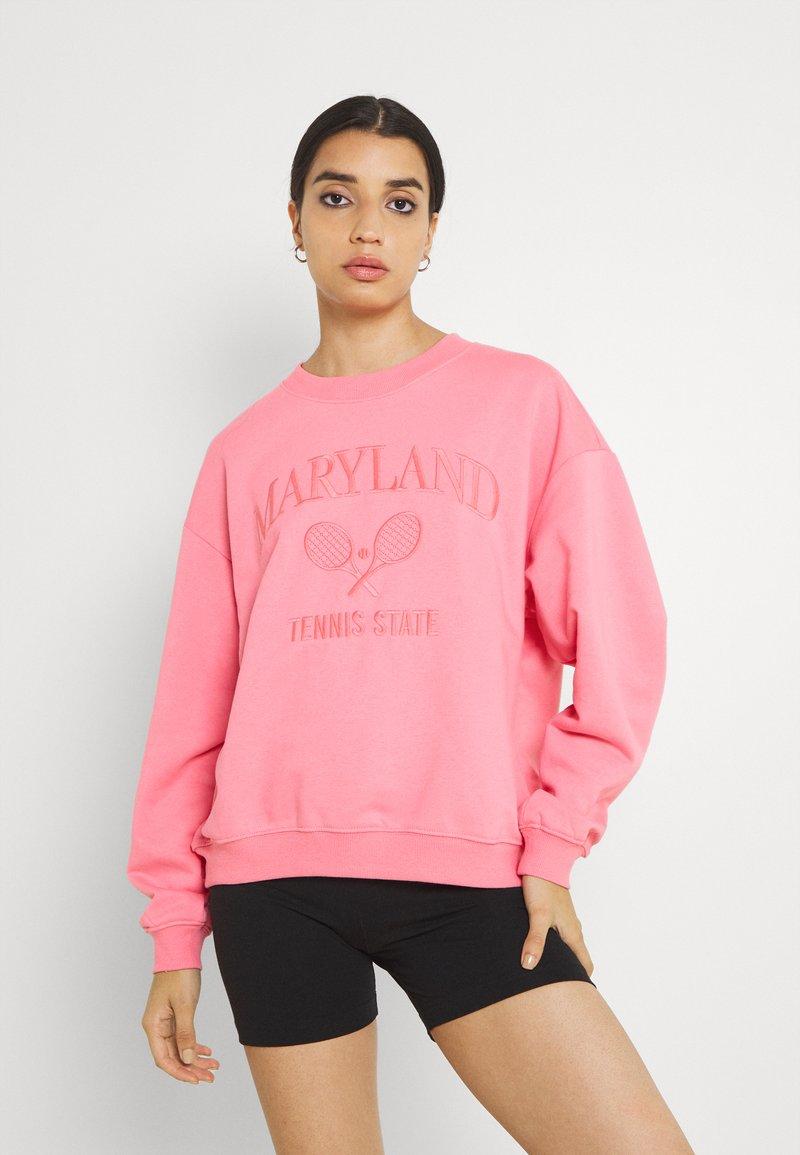 Monki - Collegepaita - pink