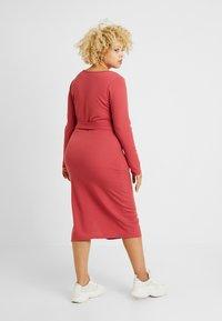 Glamorous Curve - BELTED LONG SLEEVE DRESS - Shift dress - dusty raspberry - 2