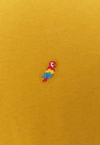 REVOLUTION - REGULAR - Basic T-shirt - yellow - 2