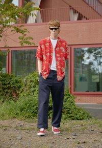 Carhartt WIP - BEACH - Shirt - etna red - 1