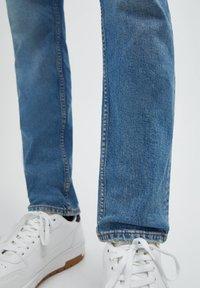 PULL&BEAR - Jeans straight leg - mottled light blue - 5