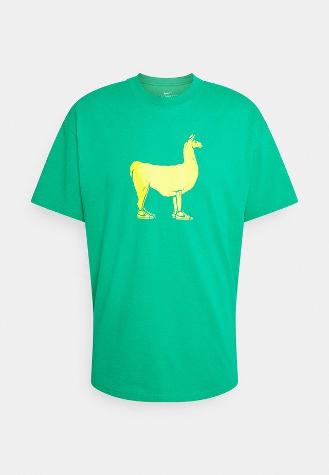 TEE PAUL UNISEX - Print T-shirt - stadium green