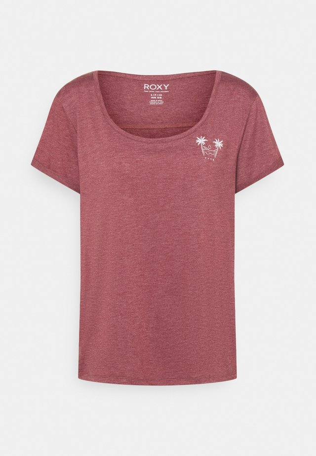 COCKTAIL HOUR - Basic T-shirt - tibetan red