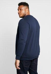 Jack & Jones - JORSPRAYED CREW NECK - Sweatshirt - navy blazer - 2