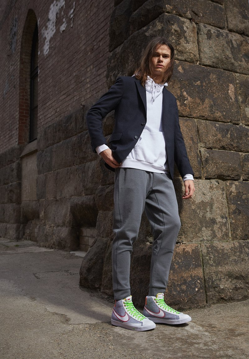 Nike Sportswear - BLAZER MID '77 UNISEX - Baskets montantes - grey/white sport red/electic green