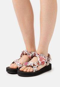 Loeffler Randall - MAISIE - Sandály na platformě - white - 0