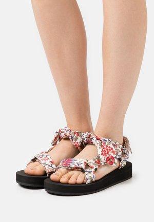 MAISIE - Sandały na platformie - white