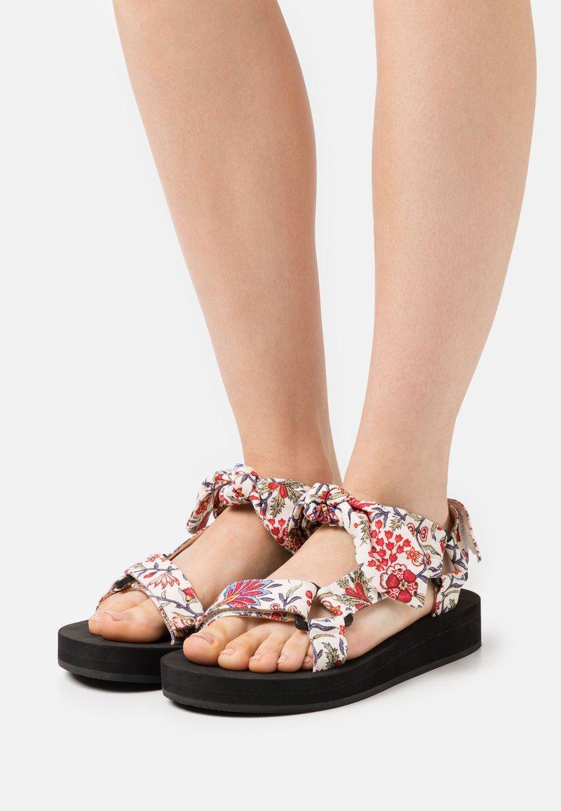 Loeffler Randall - MAISIE - Sandály na platformě - white