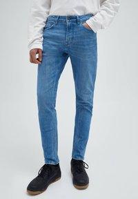 PULL&BEAR - Džíny Straight Fit - stone blue denim - 0