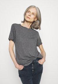 Anna Field - Jednoduché triko - mottled light grey - 0