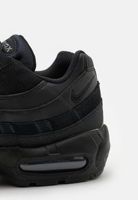 Nike Sportswear - AIR MAX 95 ESSENTIAL - Tenisky - black/dark grey - 5